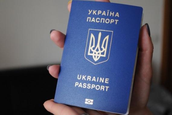 """Найближчим часом закарпатці не зможуть отримати закордонні паспорти у """"Паспортних сервісах"""""""