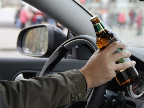На Тячівщині п'яний водій врізався у припаркований автомобіль