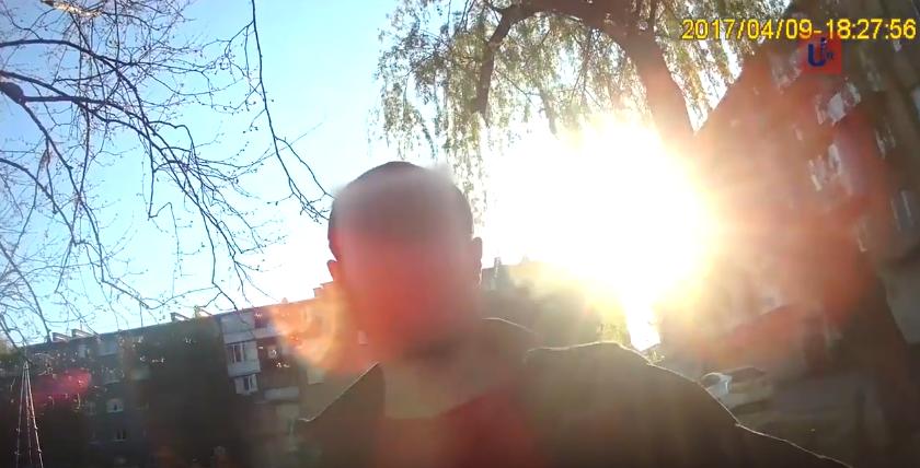 Як у мікрорайоні Підгоряни в Мукачеві хлопець тікав від поліцейських та хотів їх вдарити