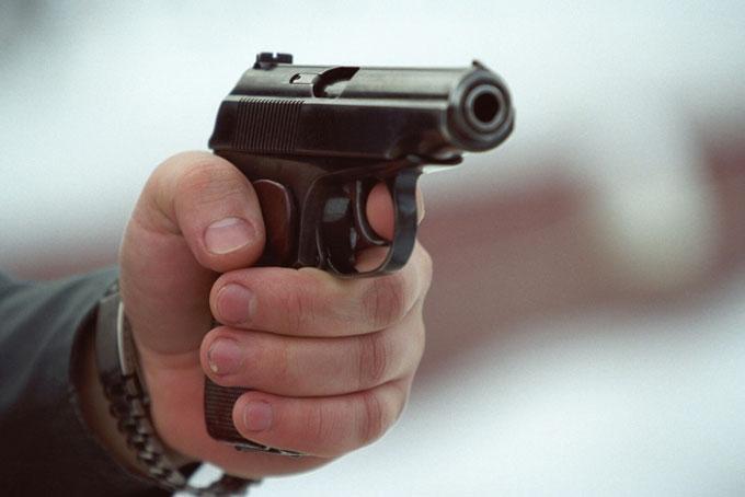 У Великодню ніч у Берегові сталася стрілянина: чоловік поранив молодика з бойового пістолета