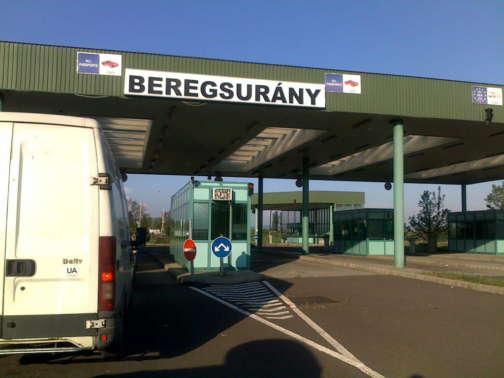 Сотня українців перетнули кордон через Закарпаття до ЄС