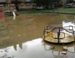 Негода створила у Мукачеві водні атракціони для дітей