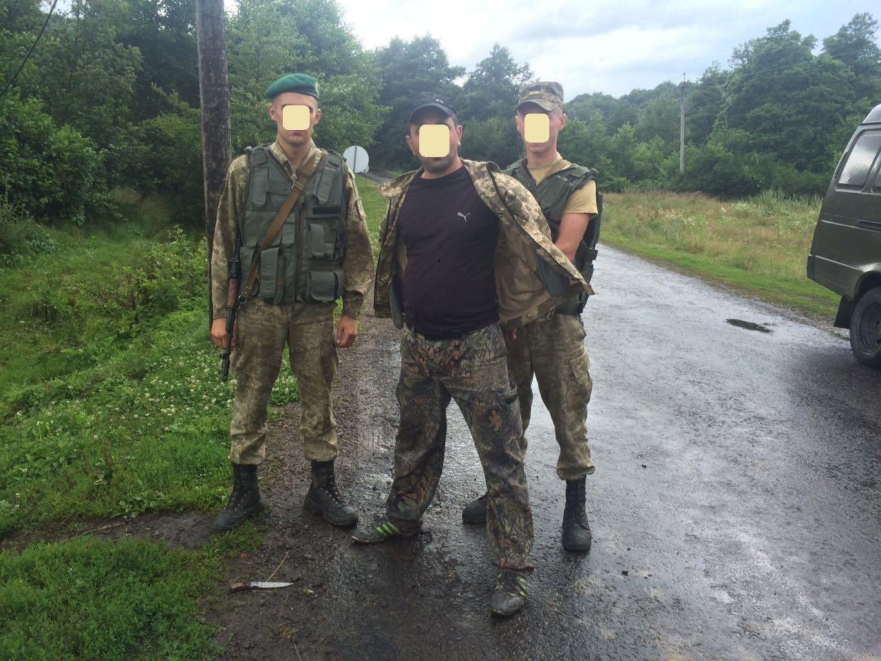 Постріли на українсько-словацькому кордоні: чоловік погрожував прикордонникам ножем