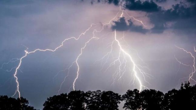 Штормове попередження: на Закарпатті очікуються сильні дощі, грози та град