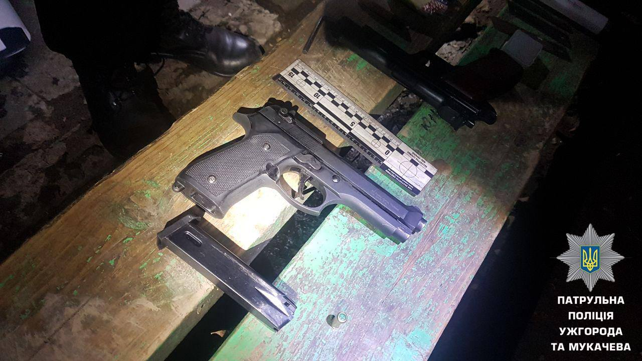 Патрульні розповіли про стрілянину в Ужгороді та пасажира автобуса із пістолетом