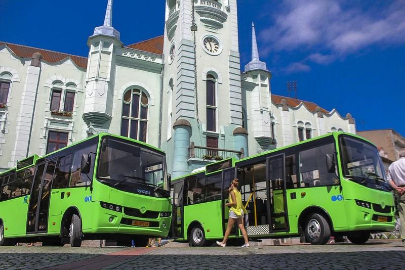 У Мукачеві посадові особи комунального підприємства розтратили понад 4 мільйони бюджетних коштів під час закупівлі міських автобусів
