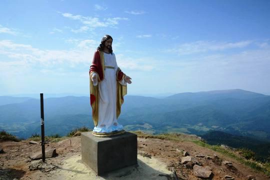 На горі Пікуй, що на межі Львівщини та Закарпаття, з'явилась статуя Ісуса Христа
