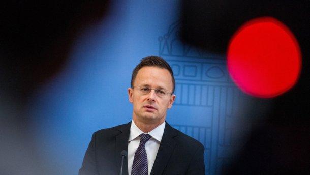 Угорщина назвала ганебним рішення Порошенка щодо закону
