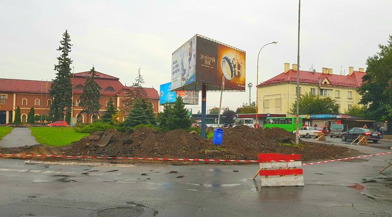 В Ужгороді біля залізничного вокзалу реконструюють площу