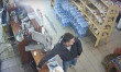 У Мукачеві чоловік пограбував магазин. Зловмисника розшукують