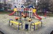 На вулиці Росвигівській в Мукачеві встановили дитячий майданчик