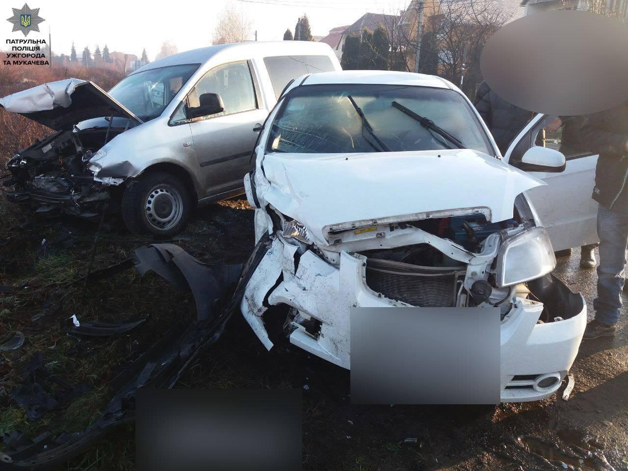 У Мукачеві сталася аварія. Постраждала жінка