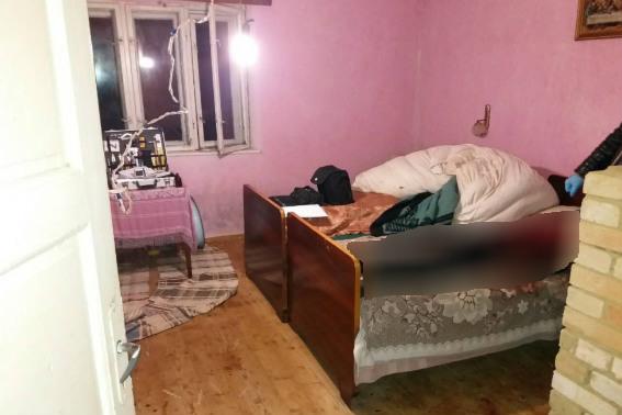 Жорстоке вбивство на Свалявщині. Закарпатець встромив ножа у спину своєї матері