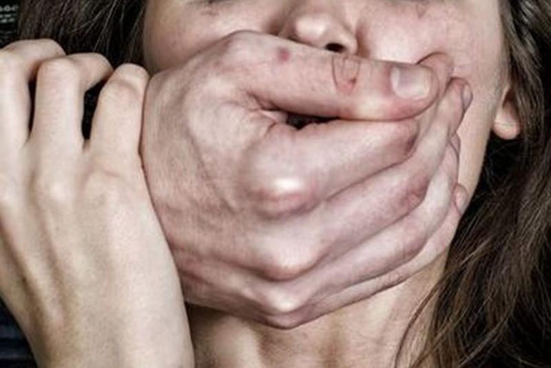 Групове зґвалтування в Мукачеві: рідні дівчини поспілкувалися з журналістами