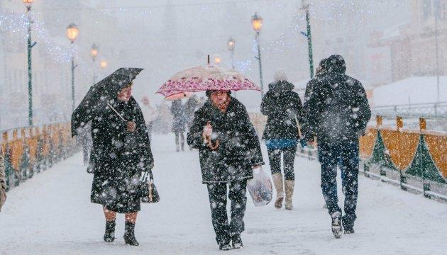 В Україні оголосили червоний рівень загрози через два снігових циклони