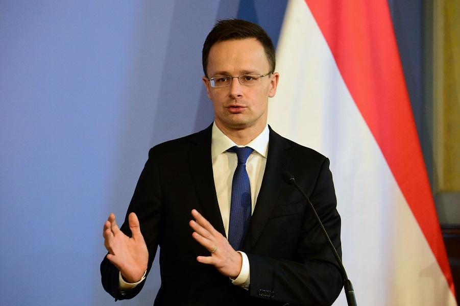 Глава МЗС Угорщини висловився проти відновлення Україною військової частини в Берегові
