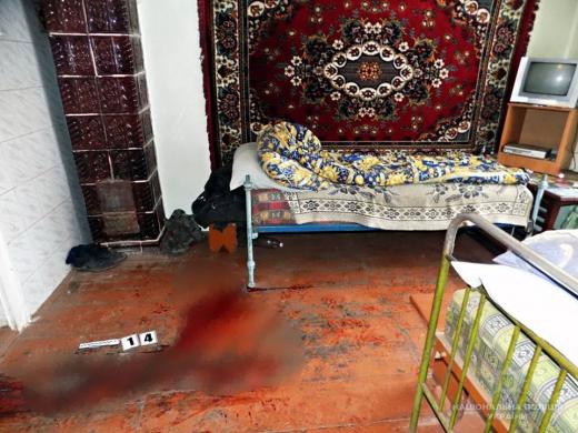 Чоловіка, який зарубав сокирою свого товариша на Міжгірщині, взято під варту