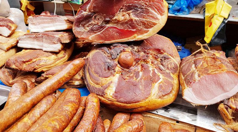 Шовдарь на Закарпатті продають в середньому по 200 гривень за кілограм. Перед Великоднем буде дорожче
