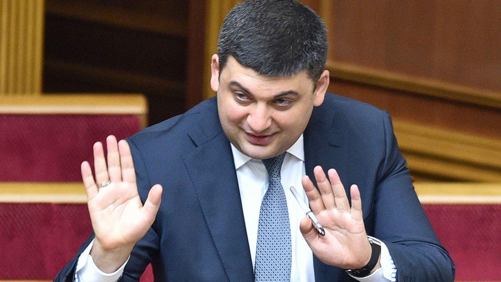 Гройсман вважає, що мінімальна зарплата в 10 тис грн може змусити українців не виїжджати за кордон