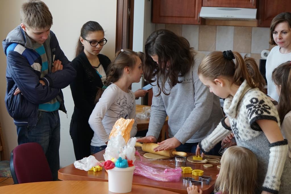 В Ужгороді провели майстер-клас із випікання пряників для дітей з багатодітних родин та сімей учасників АТО