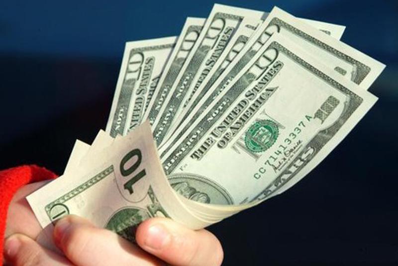 Яким буде курс долара в Україні на початку літа: прогноз від аналітика