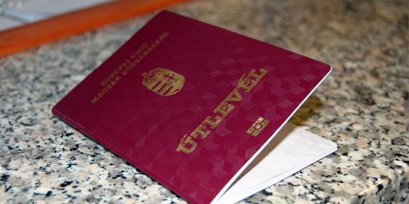 Угорщина роздала на Закарпатті понад 100 тисяч паспортів
