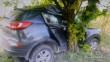 Автомобіль врізався в дерево: водій у реанімації