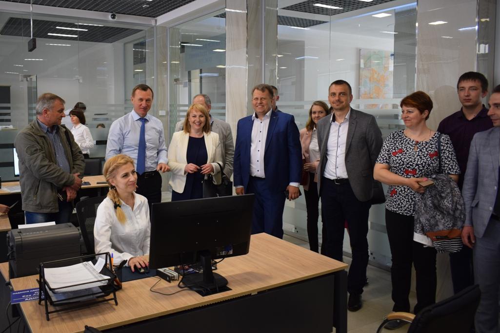 Представники об'єднаних територіальних громад ознайомилися з роботою ужгородського ЦНАПу
