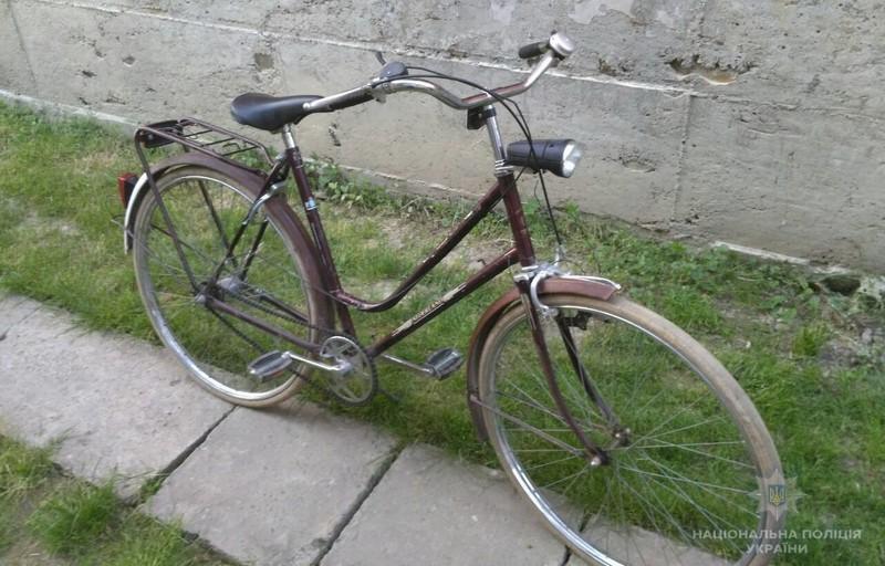 У жінки вкрали велосипед, який вона залишила біля будинку