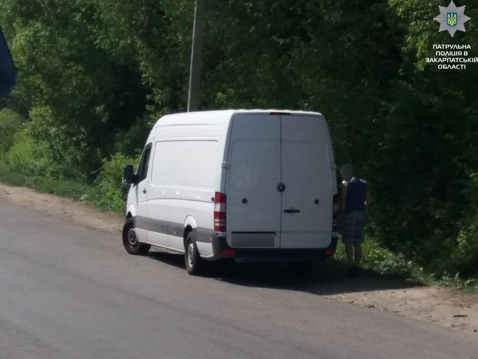 """Воловецькі патрульні виявили автобус із """"лівою"""" комп'ютерною технікою"""