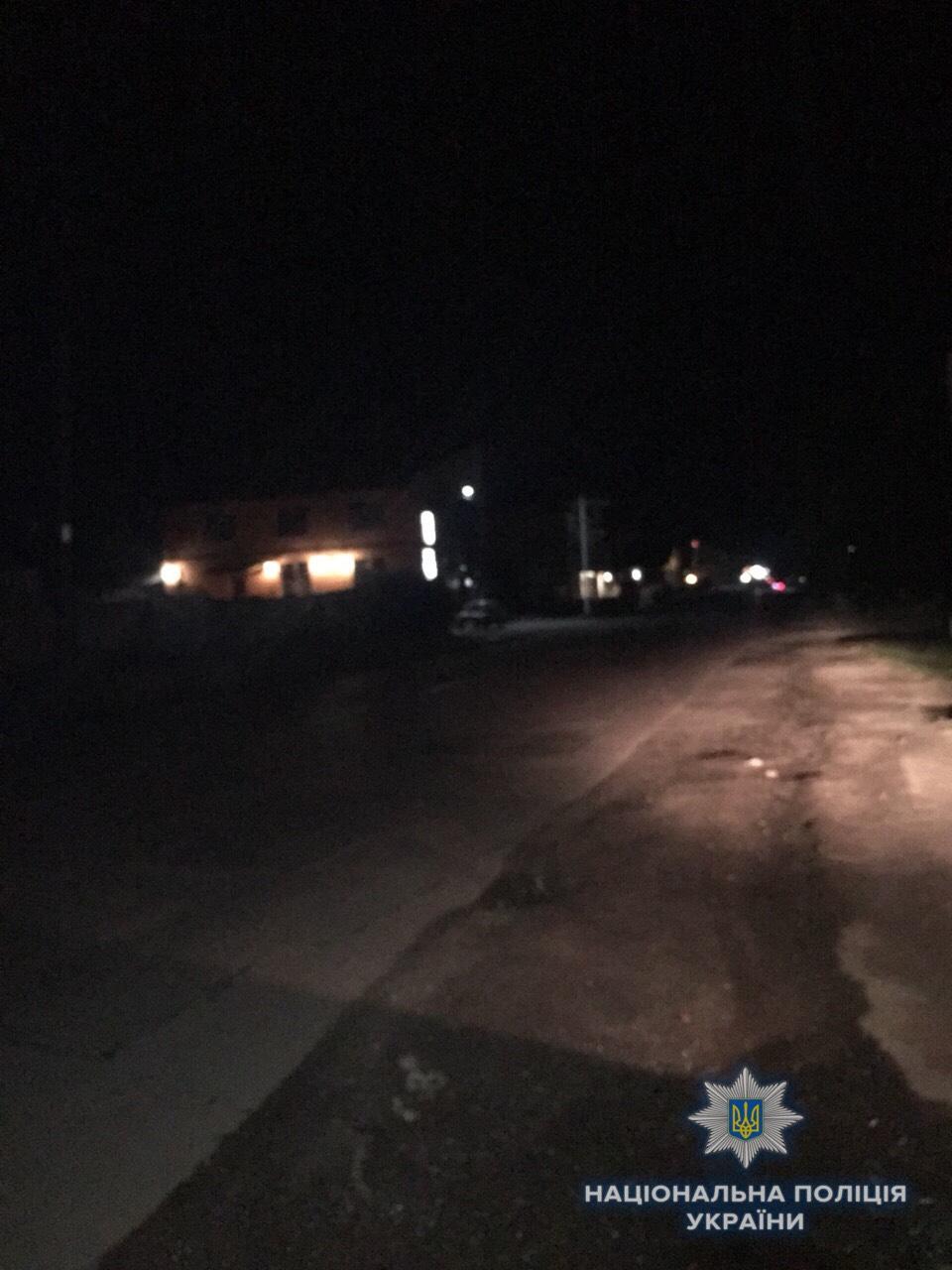 У Виноградові водій автівки наїхав на двох пішоходів і втік з місця аварії