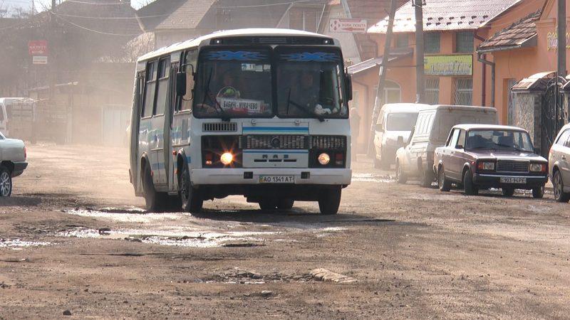 Багатостраждальну дорогу через Чинадієво таки відремонтують