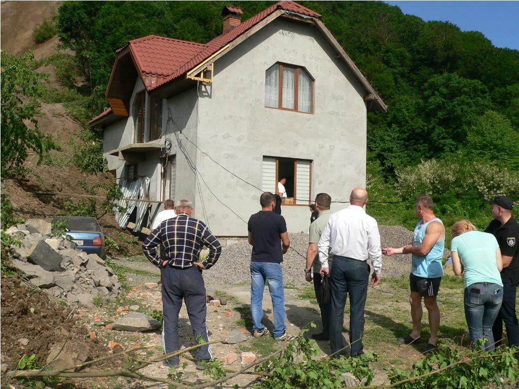 Житель Кольчина, якому зсувом пошкоджено будинок, розповів про збитки