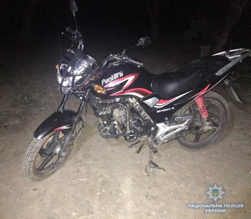 На Мукачівщині зловмисники висадили із транспортного засобу власника мотоциклу і поїхали у невідомому напрямку