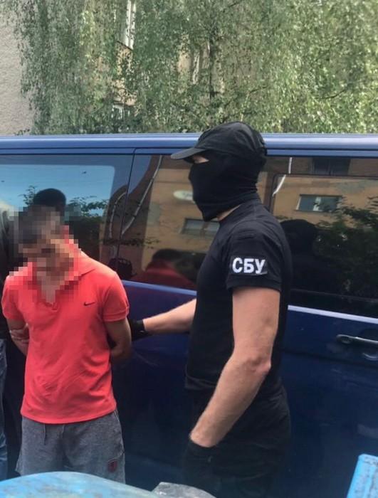 Прикордонник, якого затримали за отримання хабара, приторговував наркотиком, – СБУ