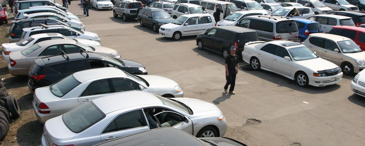 Найбільший автомобільний ринок Закарпаття з першого червня змінює прописку