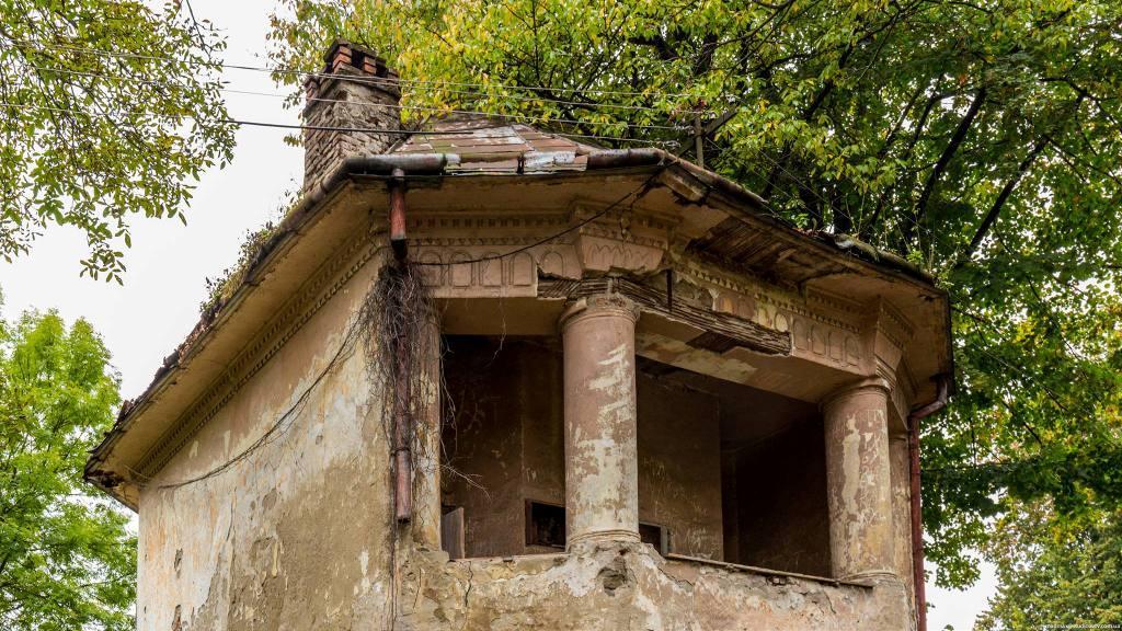 На Закарпатті руйнується палац-фортеця графів Телекі