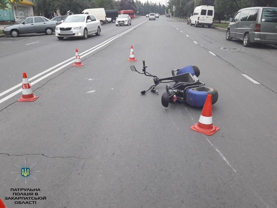 ДТП в Ужгороді: водій електросамоката збив пішохода