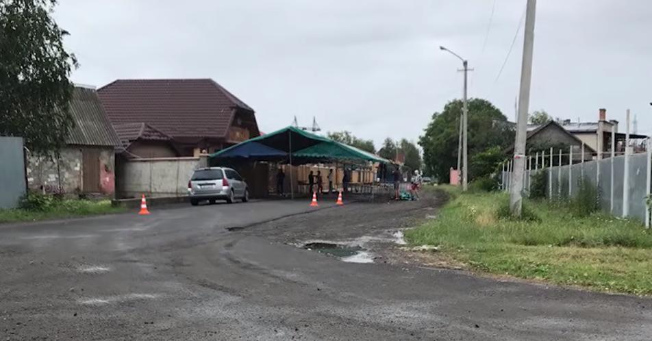 Влада Мукачева дала дозвіл перекрити ромам дорогу у мікрорайон на 4 дні, аби ті відгуляли весілля