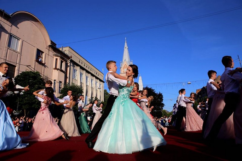 Завтра у Мукачеві відбудеться парад випускників