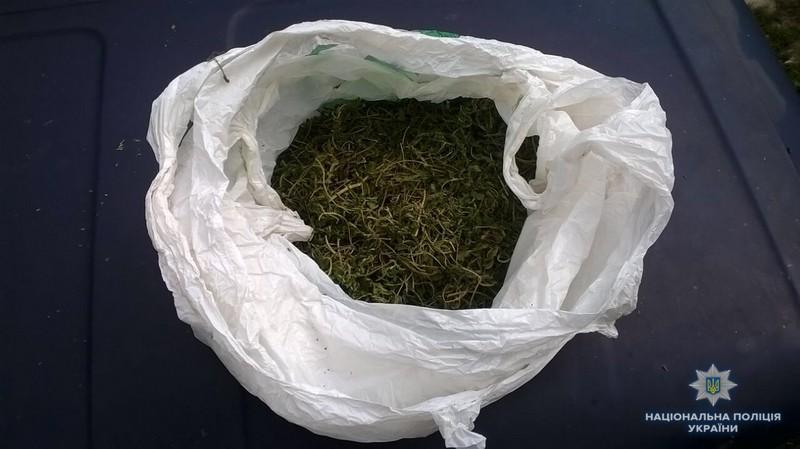 У будинку 45-річного чоловіка знайшли наркотичні речовини