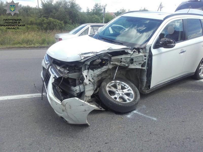 Аварія в Ужгороді: зіткнулися позашляховик і вантажівка