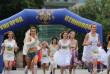 Весільна сукня та кросівки: в Ужгороді відбувся забіг у стилі