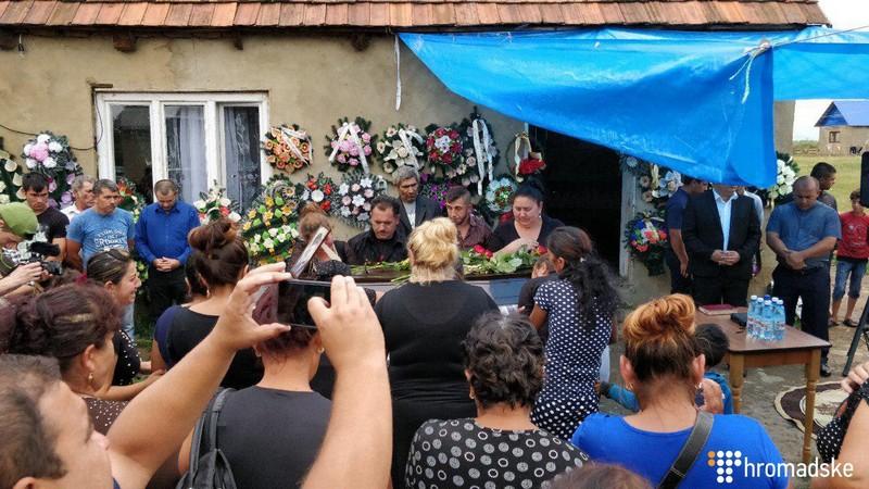 На Мукачівщині поховали хлопця, якого вбили поблизу Львова