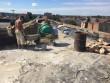 На вулиці Маргітича у Мукачеві ремонтують дах багатоповерхівки