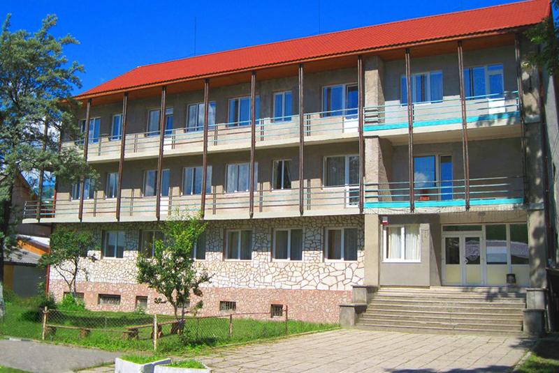 Закарпатську базу відпочинку продали за безцінь: розгорівся скандал