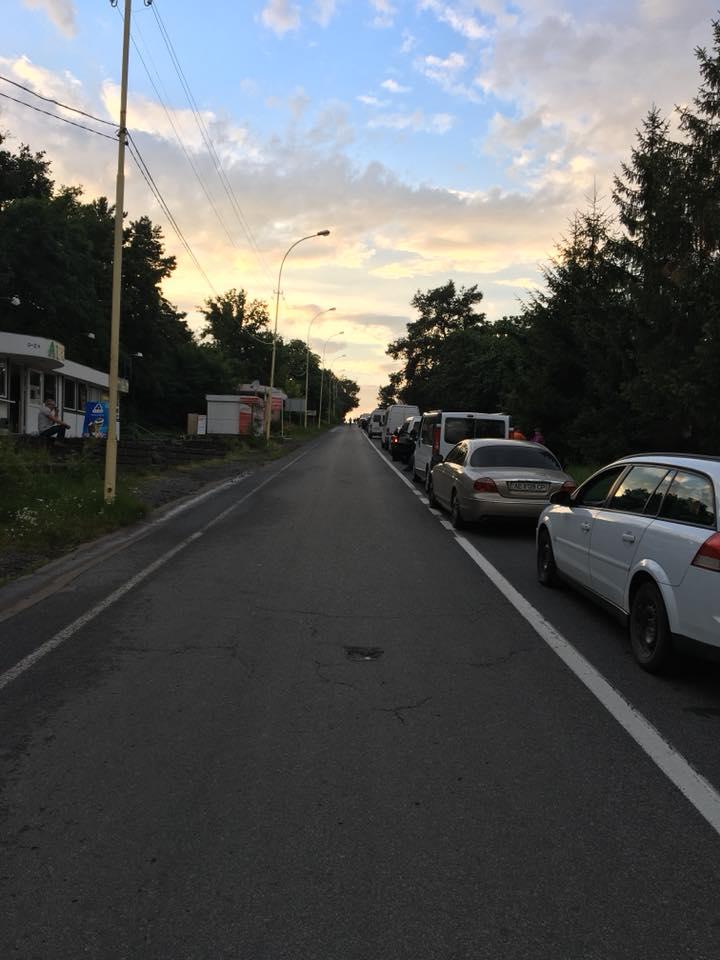 """На КПП """"Ужгород"""" черга з автомобілів простяглася майже до об'їзної"""