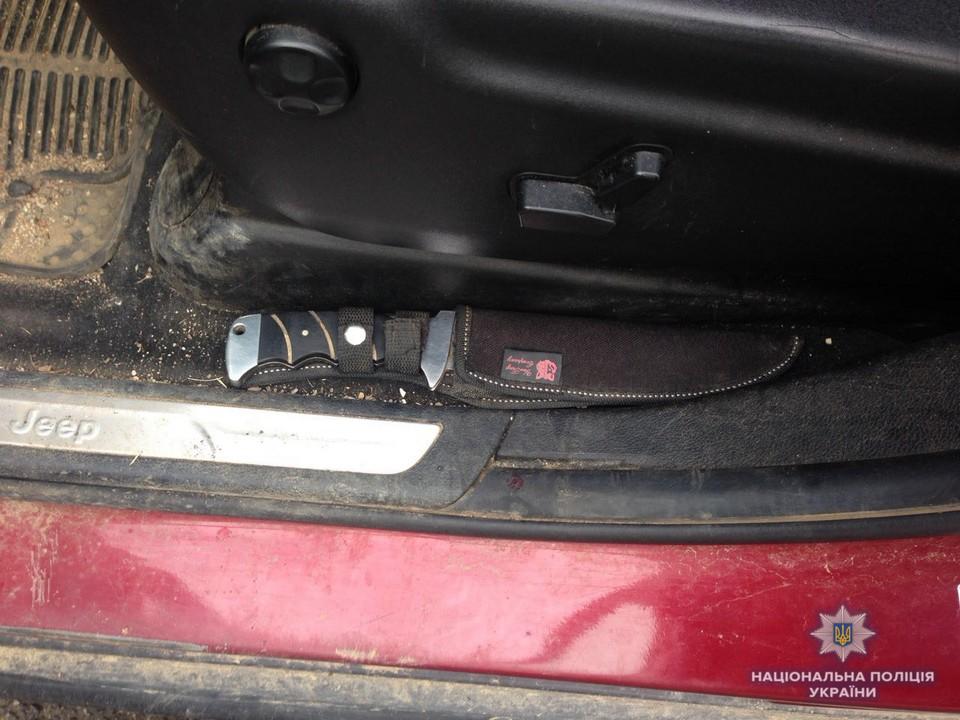 На КПП «Вилок» в автомобілі виявили небезпечну знахідку