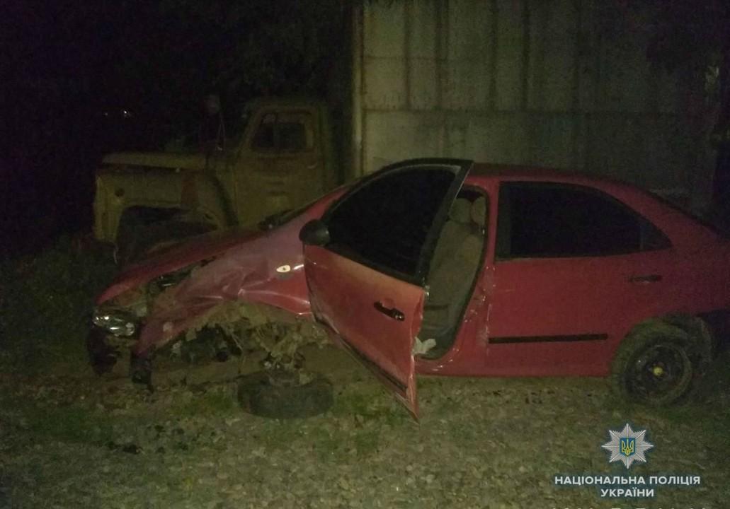 Нічна ДТП: машина врізалася в опору моста