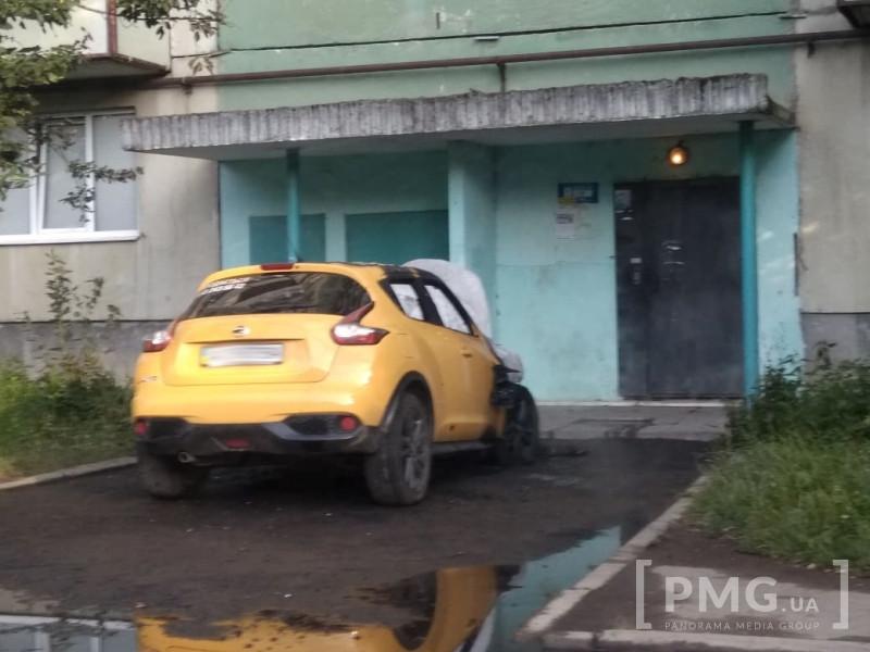 У Мукачеві підпалили автомобіль: відомі подробиці